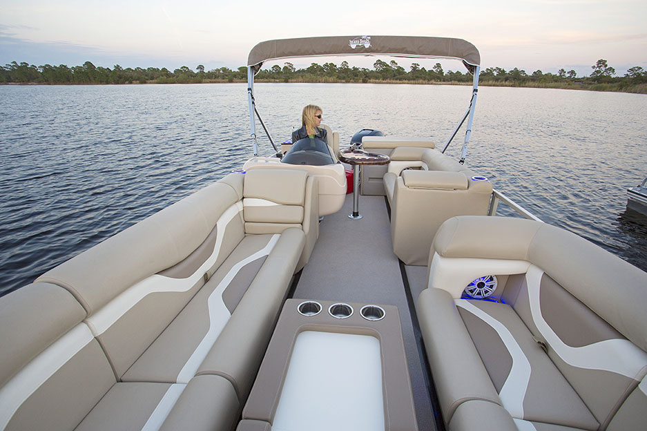 Expanded 18' Island Boat Pontoon Boat
